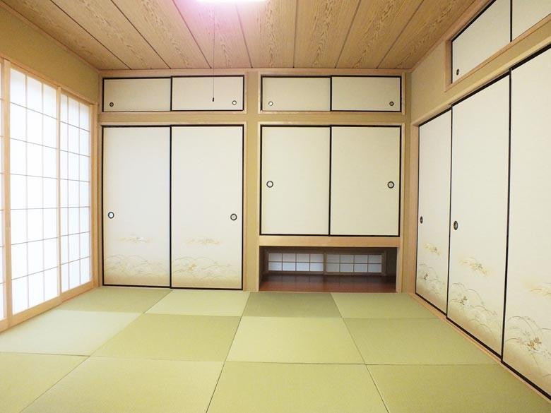 和室はシンプルな琉球畳です