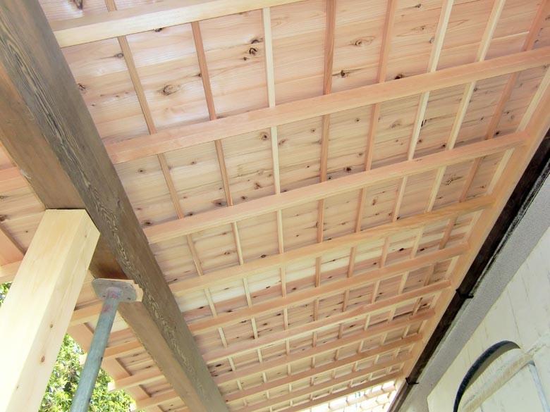 お客様の希望により化粧屋根仕様にしました