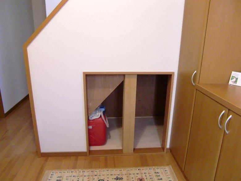 2階段下収納工事開口