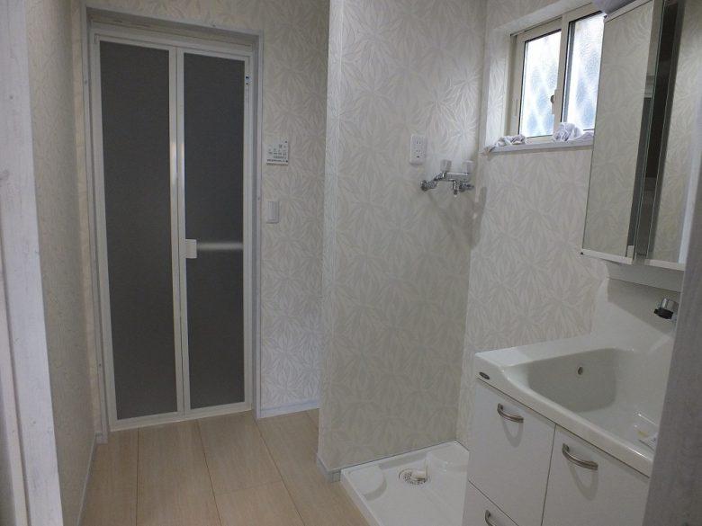 機能的に区切られた洗面室