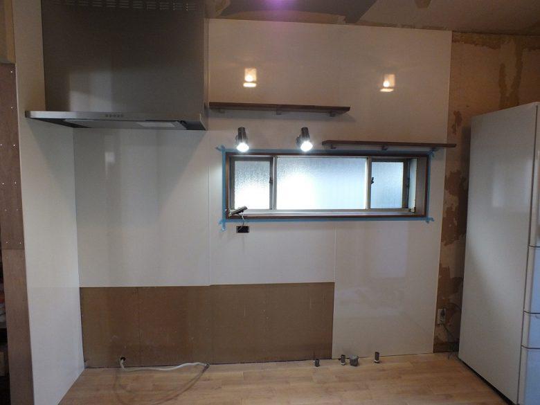 LED照明と耐水性のある棚を取付ました。