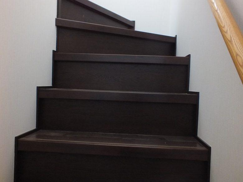 絨毯敷きだった階段も新しくなりました