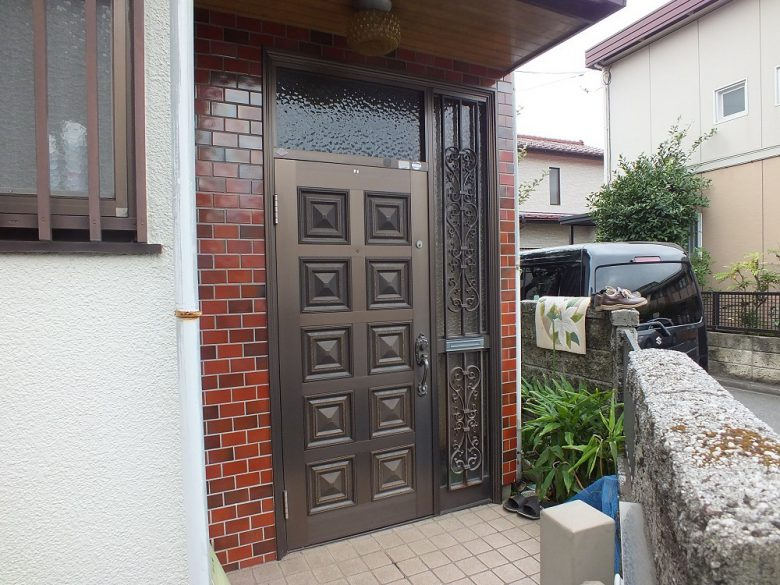 玄関ドア取替工事施工前