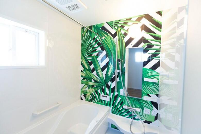 インパクトあるバスルーム。人に見せたくなるバスルームですよ