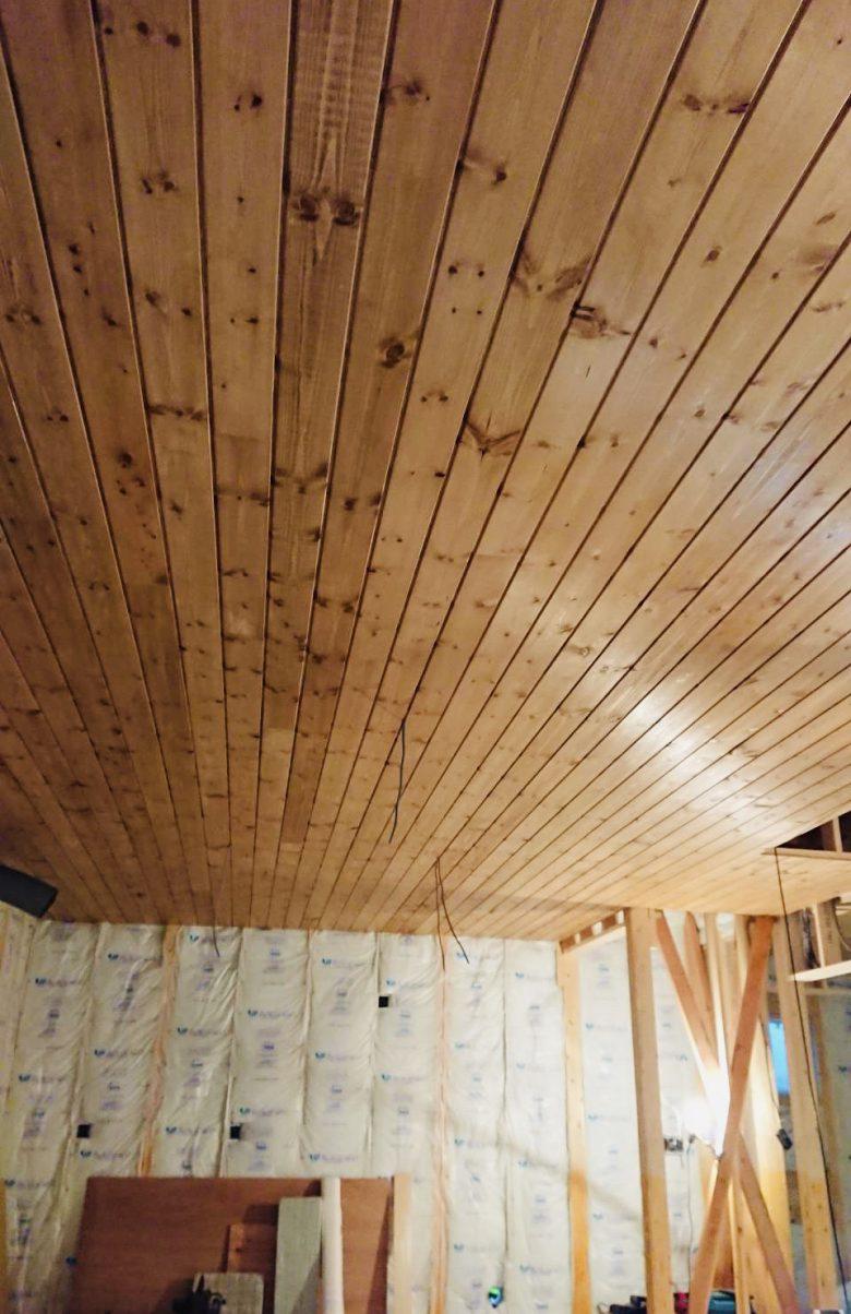 LDKは天井にもこだわり、パインウッドでカッコ良く!!